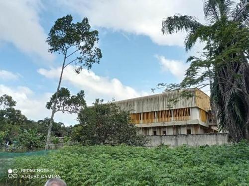 Chácara No Litoral Com 05 Dormitórios Em Peruíbe-sp 7882-pc