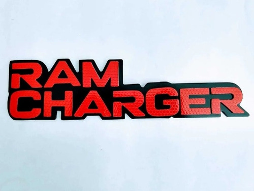 Imagen 1 de 1 de Emblema Lateral Ram Charger Rojo