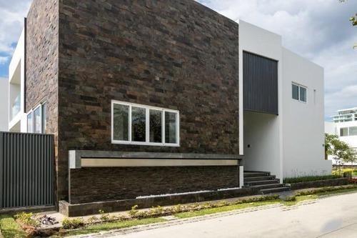 Casa En Venta En Reserva Real, Zapopan