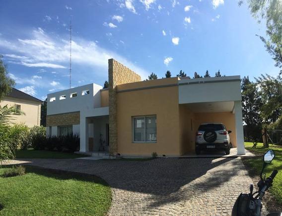 Venta De Casa En El Barrio Bella Vista Chico