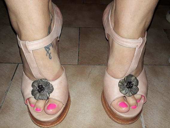 Zapatos De Cuero Rosa Sofi Martiré Taco Alto