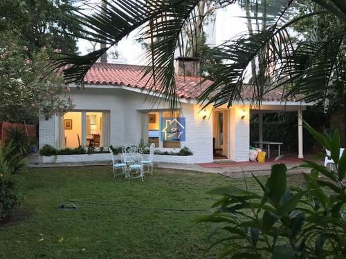 Hermosa Casa En Venta , Cantegril  Punta Del Este Parada 14- Ref: 1357