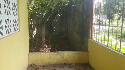 Casa De Tres Cuartos Y Posibilidad De Hacer Un Cuarto Mas