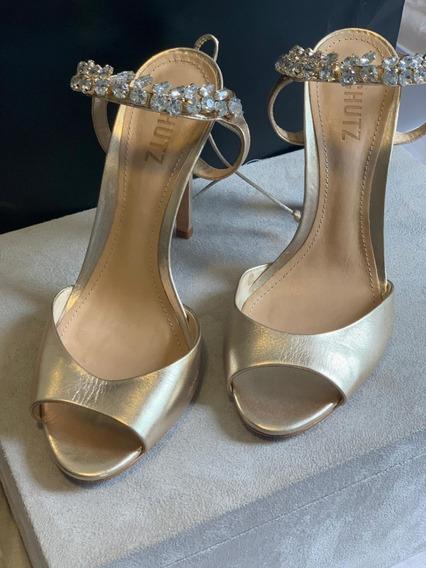 Sandália Dourada Schutz Pedraria
