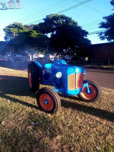 Trator Ford Dexta Antigo
