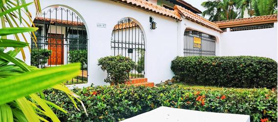 Rento Hermosa Residencia Estilo Español, Solo Uso Residencia