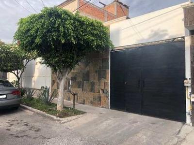 Sms/ Casa De 1 Piso Cerca Del Parque Qro 2000