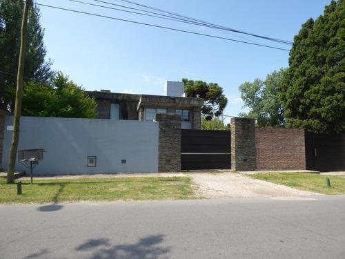 Casa En Venta City Bell Calle 24 E/ 476 Y 477 - Dacal Bienes Raices