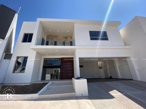 Casa En Venta Con Recamara En Planta Baja En Residencial Natura $7,500,000