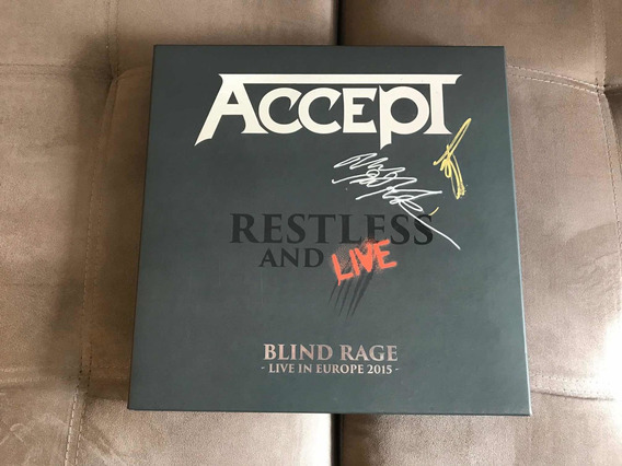 Accept - Restless And Live / Boxset Autografado