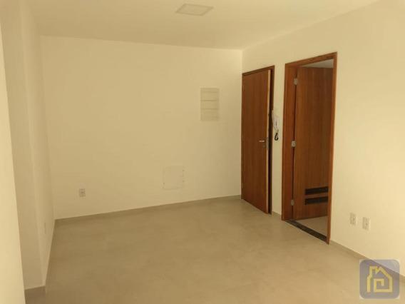 Apartamento Para Venda Em Cabo Frio, Palmeiras, 2 Dormitórios, 1 Suíte, 1 Banheiro, 1 Vaga - Apart049