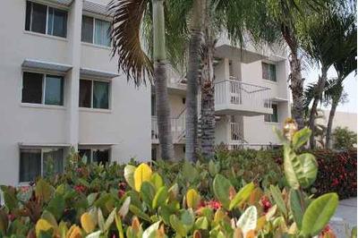 Condominio De 3 Habitaciones En Planta Baja Dentro De Coto Privado Con Alberca.