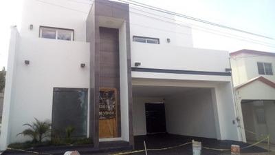 Casa De 4 Recamaras Con 4 Baños Y Muy Bien Construida!!!!