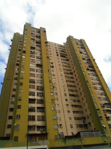 Imagen 1 de 13 de Apartamento En Venta En Av.fzas Armadas, Barato Buen Precio