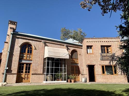Imagen 1 de 30 de Casa En Venta En Barrio Jardín Espinosa. 3 Dormitorios. Quincho Y Pileta.