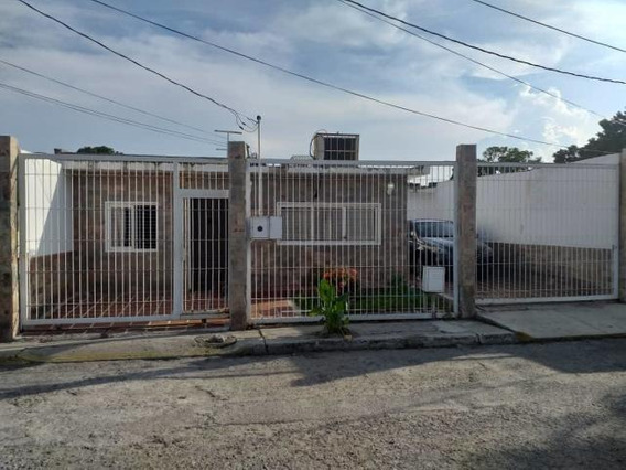 Casa En Venta Patarata Barquisimeto Lara 20-6096 Rahco