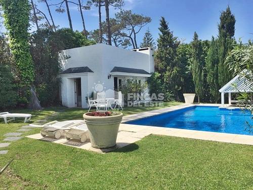 Espectacular Casa A Pasos Del Mar, 5 Dormitorios!- Ref: 278
