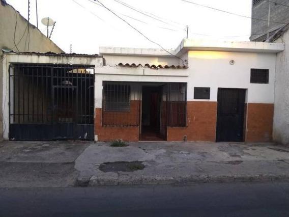 Casa En Venta Centro Barquisimeto Lara 20-4881 Rahco