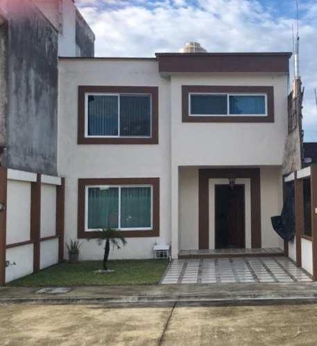Vendo Hermosa Casa En Fraccionamiento Privado