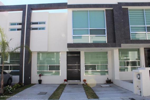 Casa En Venta En Zakia, El Marques, Rah-mx-20-50