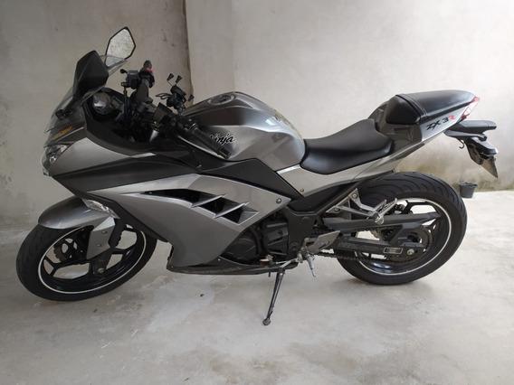 Kawasaki Ninja 300 Ano 2014 - Impecável
