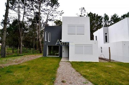 Casa En Punta Del Este, Pinares- Ref: 2654