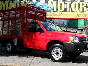Nissan //np 300//2014 Seminueva!!caja Ganadera Fact Original
