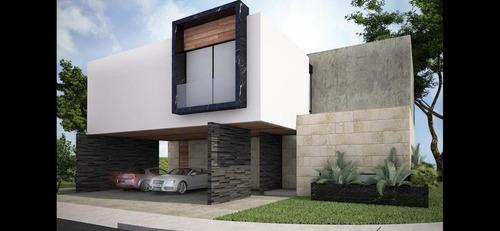 Oportunidad. En Venta Residencia En El Yucatán Country Club.