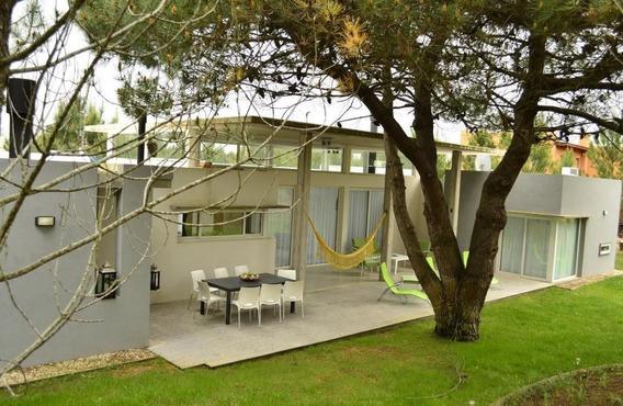 Casa En Exclusivo Barrio La Herradura - Pinamar