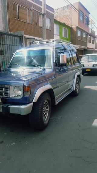 Mitsubishi Space Wagon V6 300