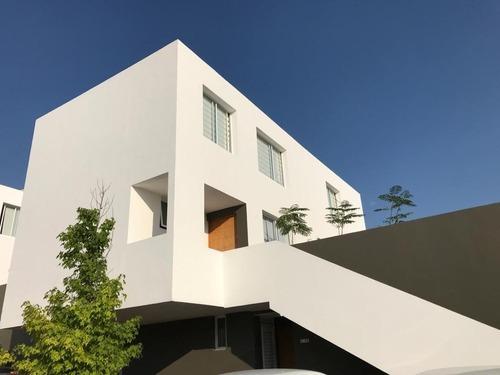Casa Duplex En Planta Alta De Dos Pisos En El Mirador ***