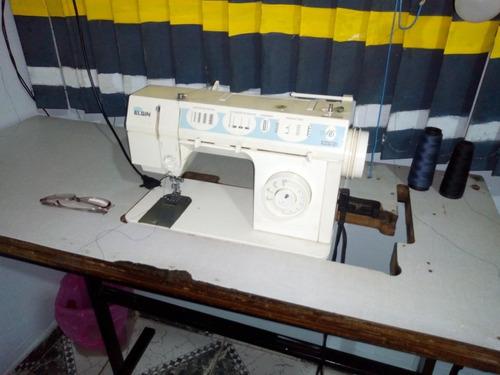 Máquina De Costura Caseira