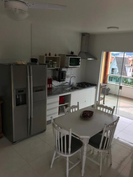 Apartamento 3 Quartos, Sala Cozinha. 2 Banheiros. Sacada.