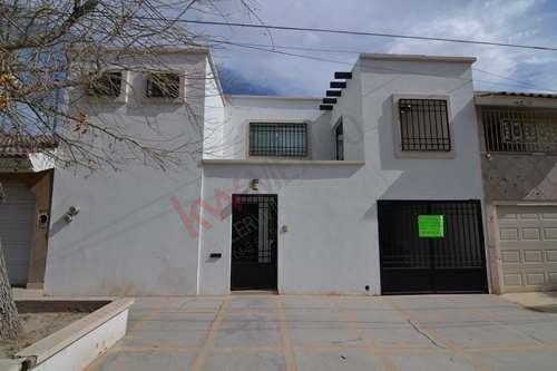 Casa En Venta, Colonia Las Rosas, Gómez Palacio, Durango