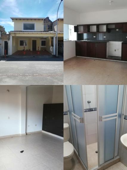 Casa En Venta. Urbanización Privada Ibiza