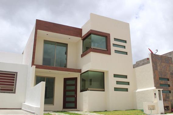 Casa De 4 Recamaras, 2 Niveles, 105 M² De Terreno