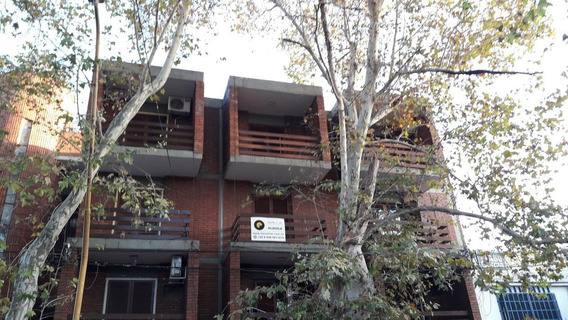 Duplex En Segundo Piso, Con Dos Balcones Y Cocina Con Amoblamiento Nuevo!