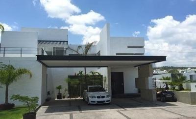 Bellísima Residencia En Un Exclusivo Condominio Con Casa Clu