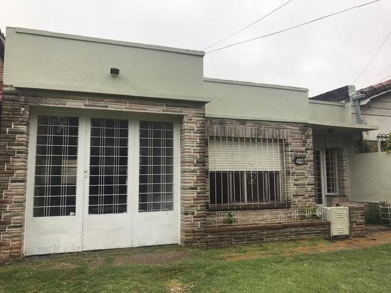 Casa En Alquiler De 3 Ambientes C/ Cochera En Muñiz