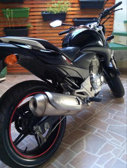 Vende-se Motocicleta Honda/cb300r Com Baixa Quilometragem