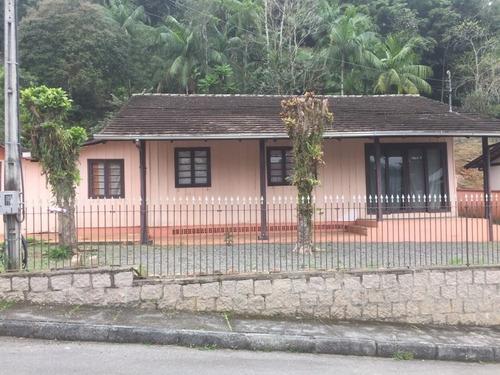 Ótimo Terreno Com 990,00 M², Contendo Uma Casa De Madeira. Ótimo Para Construção Da Casa Própria Ou Para Investir Em Sobrados. - 3579049v