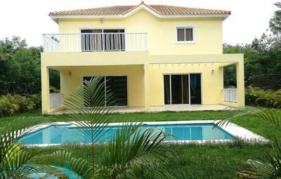 Villa 256 M2 En Solar 560 M2, 3 Hab., R. Playa Nueva Romana