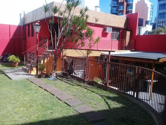 Casa 2 Amb.centrica Con Parque 1 Cuadra Municipalidad