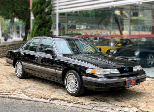 Ford Crown Victoria - 1992