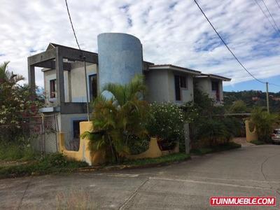Casas En Venta Urb. Villa Nueva. 19-12100
