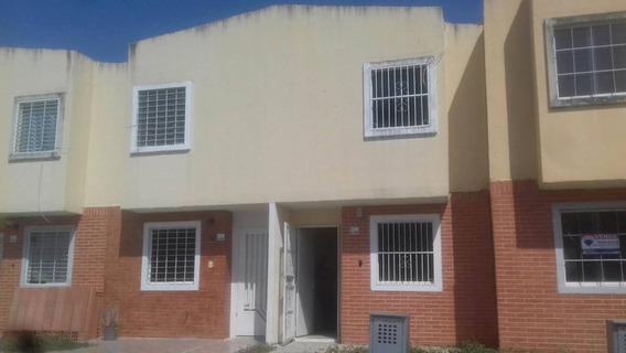 Hermoso Town House En Parque Valencia
