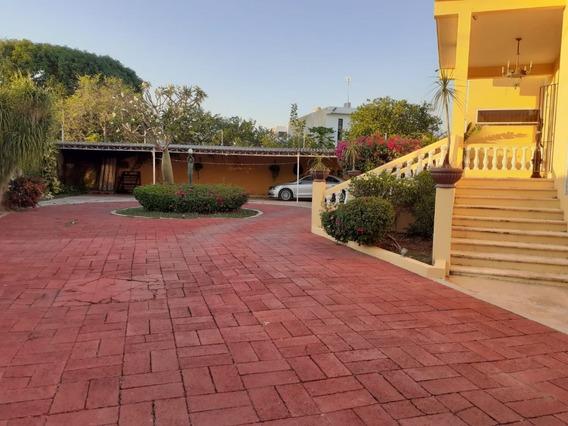 Casa Con Amplio Terreno, 4 Habitaciones Y Piscina En Colonia Maya, Mérida.