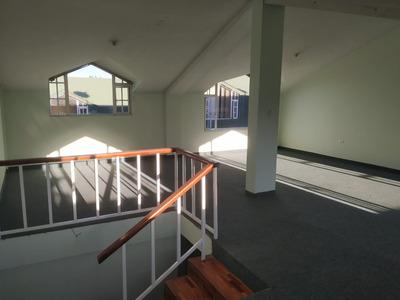 Casa De 2 Pisos Con 3 Habitaciones Y 4 Baños