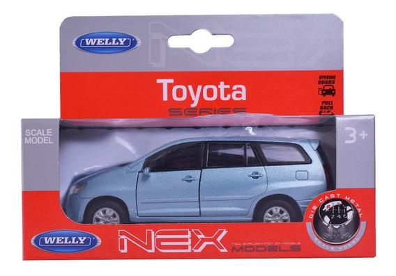 Auto De Colección A Escala Toyota Innova Welly