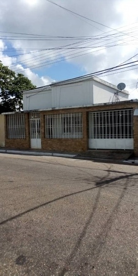 Casa En Venta En El Centro De Maturin , Calle Urica.
